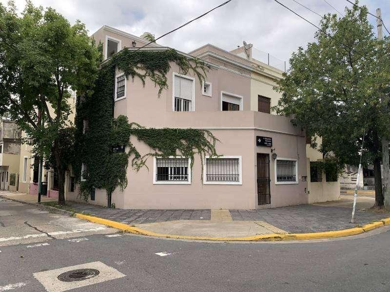 Casa 5 ambientes sobre lote propio en VENTA en MONTE CASTRO excelente comodidades suit 3 baños