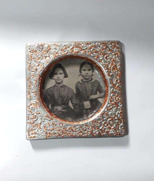 3a24e7b60750 Lúgubre retrato con marco estilo antiguo, finamente trabajado, 100 ...