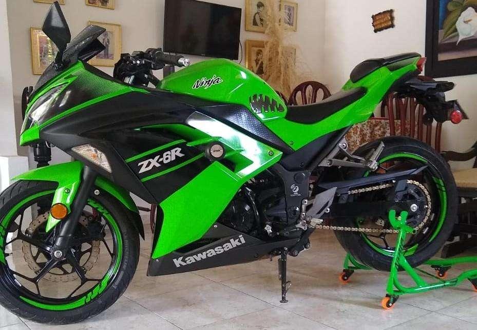 Kawasaki Ninja 300 r3 z250 xt660