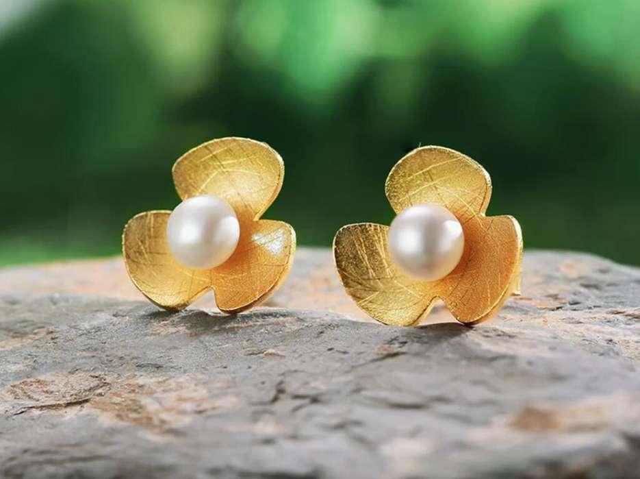 77729180f7f7 Aretes de Plata 925 Flor y Perla con baño de  strong oro