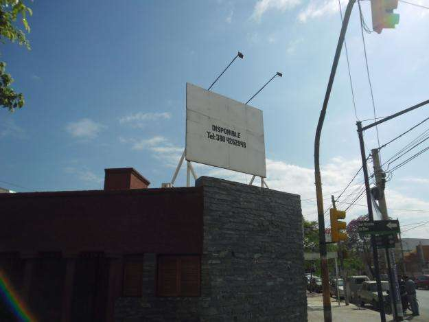 Alquilo cartel publicitario ubicado en esquina centrica