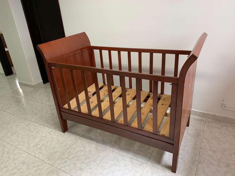 Cuna con barandas madera cedro. Mueble usado buen estado.