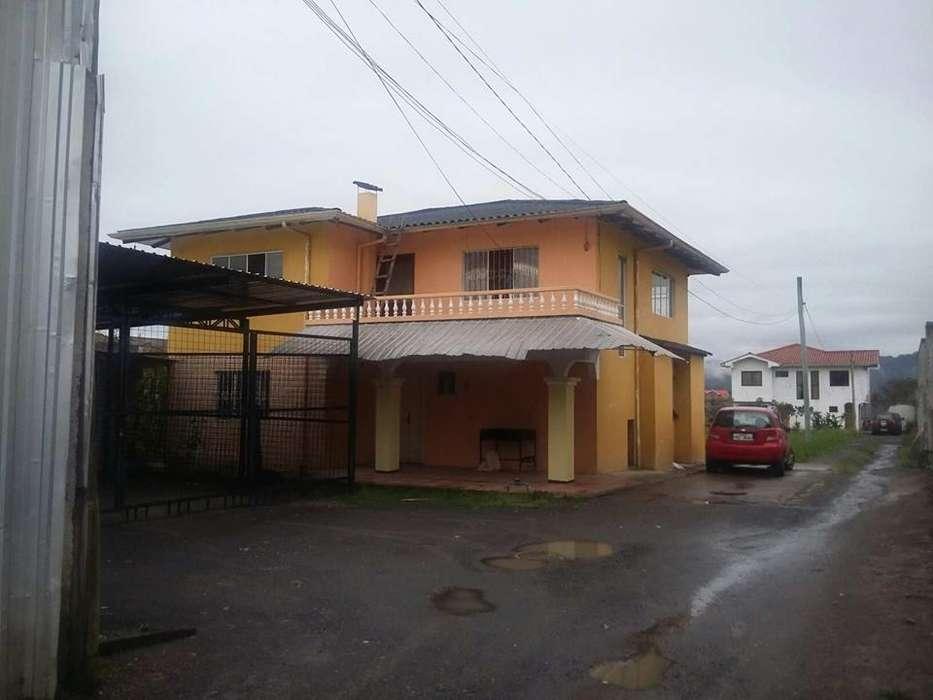 En Renta sector Ricaurte casa de tres dormitorios