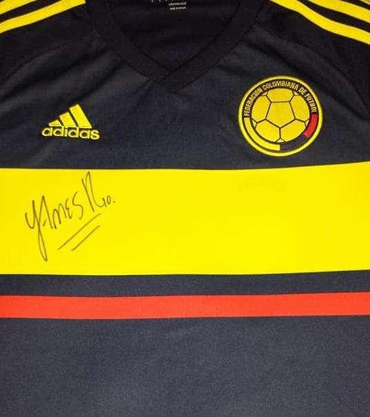 Camiseta Colombia Azul Autografiada por James Nueva