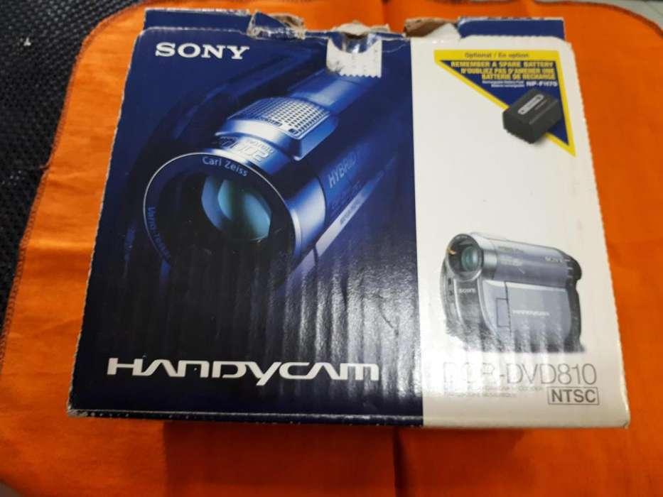 Vendo Handycam Sony DCRDVD810 en caja completa.