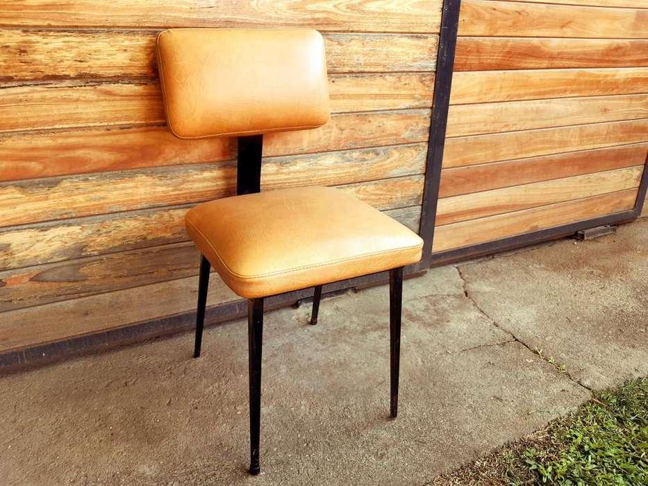 <strong>silla</strong>s usadas de cuerina y acero. 6 Unidades