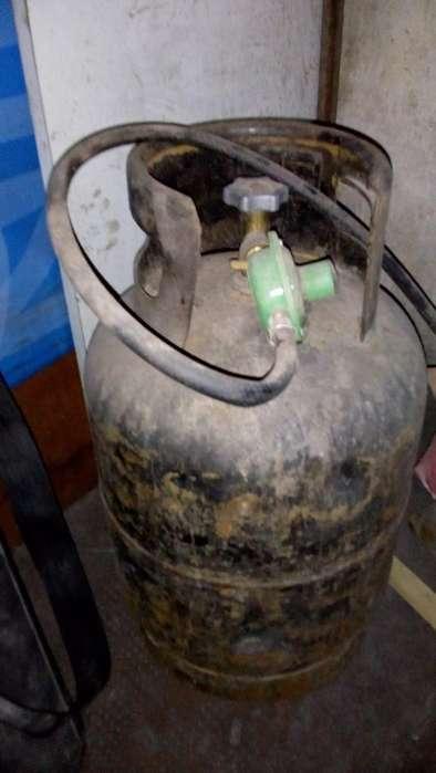 GARRAFA VENDO de Gas 10 Kg y de 5 kg usada de Ocasión y varios Artículos mas ver Aviso_2590_Ofertas