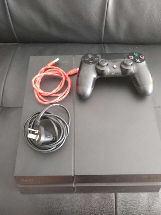 Play Station 4. 500 Gb