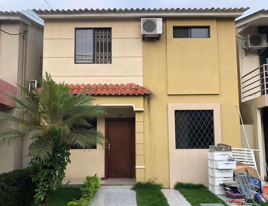 De oportunidad en venta casa en Urbanización Milann Etapa Verona