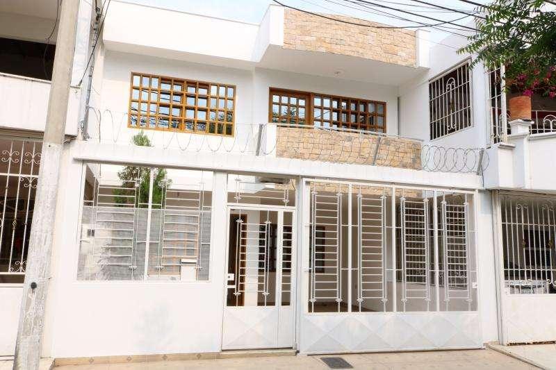 Casa En Venta En Cúcuta Prados Del Este Cod. VBVVP-258