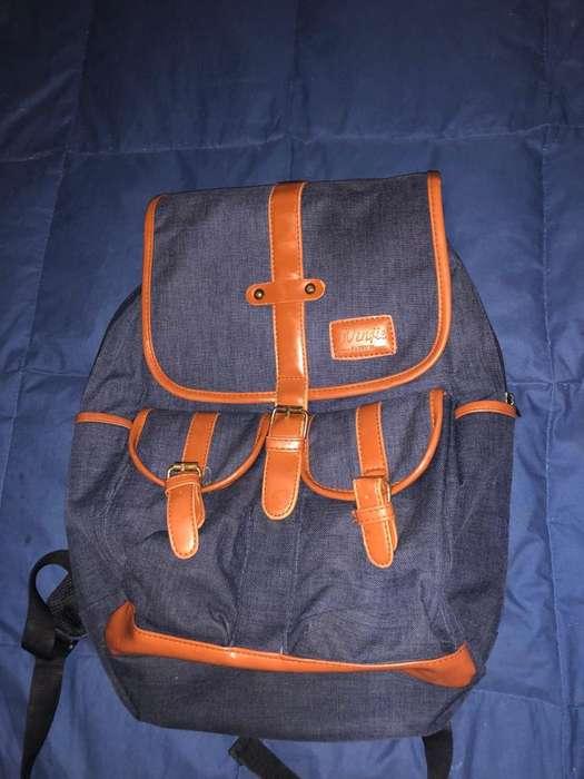 LIQUIDO mochila tipo urbana