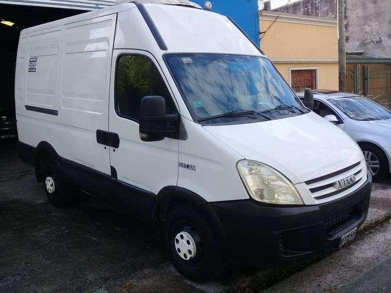 - Iveco Daily 40S14 modelo 2010 Furgon Termico - Con equipo de frio (Thermo King) -