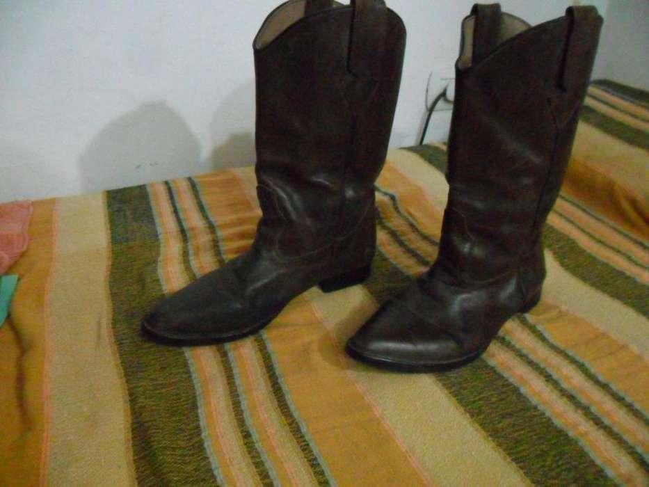 bde5bed902 Botas texanas de cuero  Ropa y Calzado en Argentina
