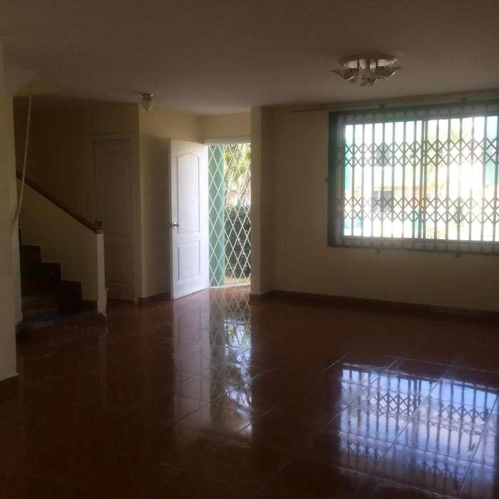 Alquiler <strong>casa</strong> en Manta urbanización La Campiña cerca del Paseo Shooping