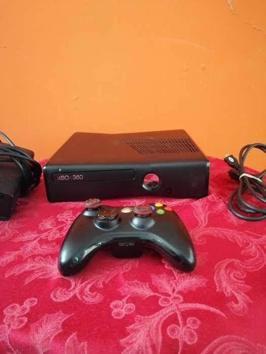 Barato Xbox 360 Slim con 8 Juegos