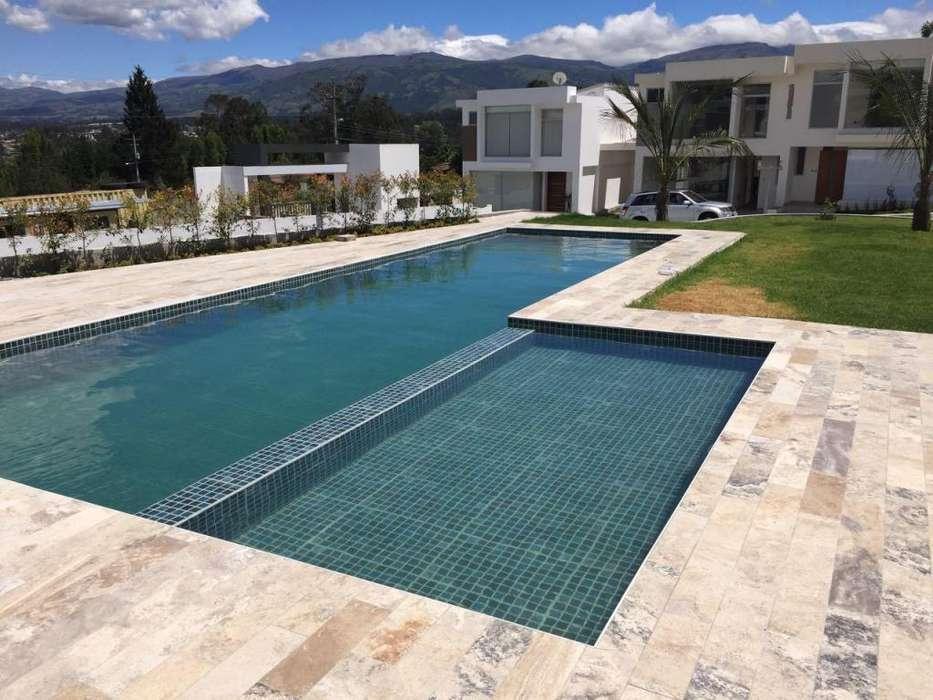 Casa de venta TUmbaco, conjunto con piscina, a 2 minutos de la Ruta Viva, entorno residencial
