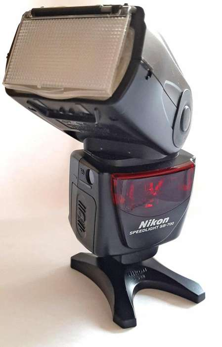 Flash Nikon SB 700 Con Accesorios