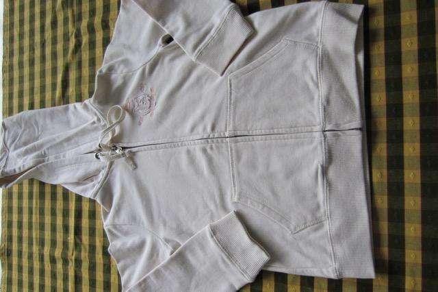 Campera de joggings, frisada, con capucha, marca Cheeky!!, casi nueva!!, impecable estado!!