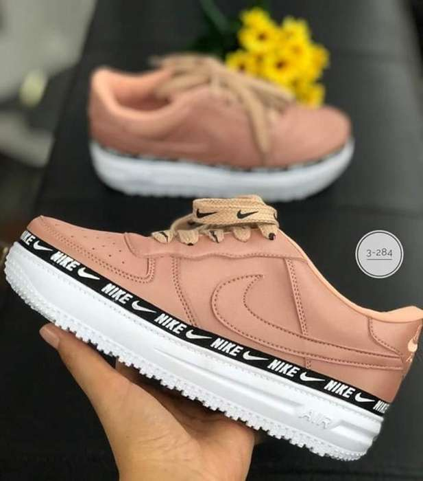 Nike Dama