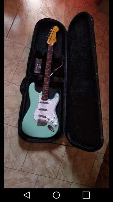 Vendo Squier By Fender. Inmaculada!!!