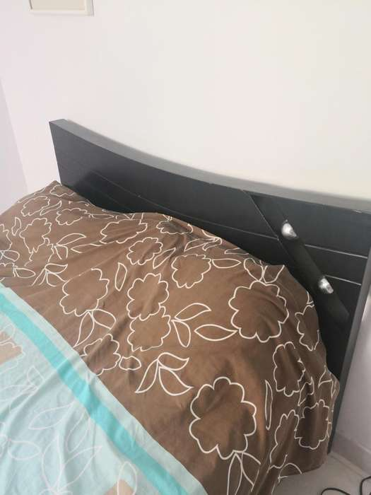Cama queen size colchón