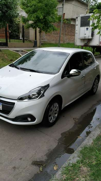 Peugeot 208 2017 - 44000 km