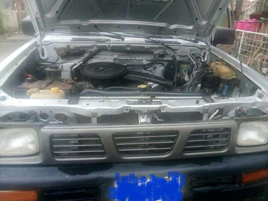Vendo <strong>camioneta</strong> Nissan
