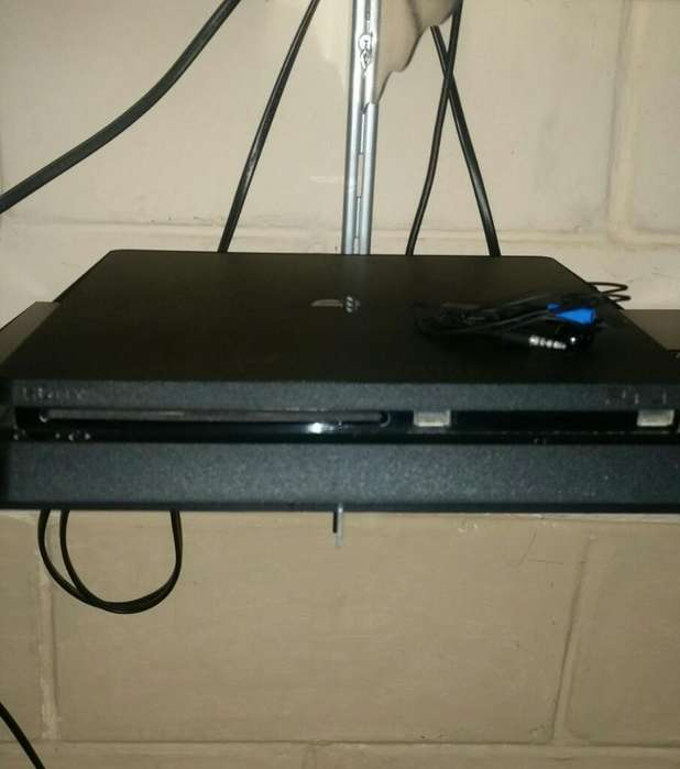 Vendo Ps 4 en Perfectas Condiciones