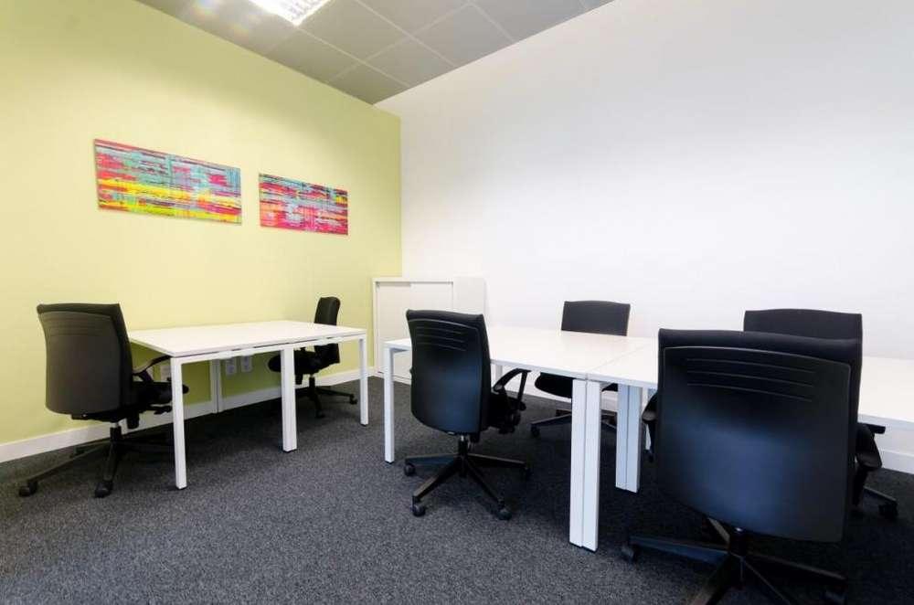 ¿Buscas oficina? Tenemos justo una para cinco o seis personas en Buenos Aires, Al Rio