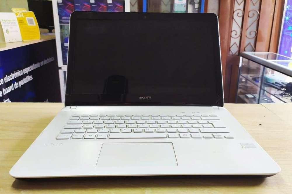 Hermoso portátil SONY VAIO con teclado retroiluminado, core i5 y disco sólido