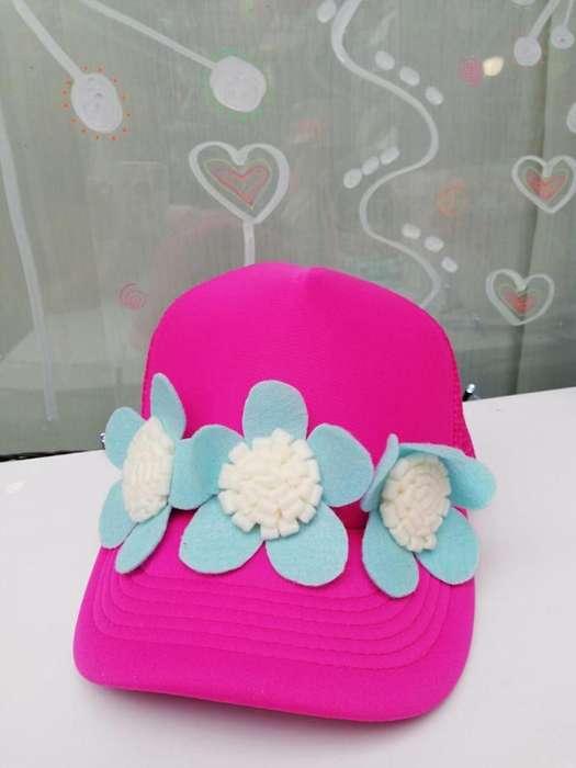 Gorra para dama con flores en paño lency - fieltro