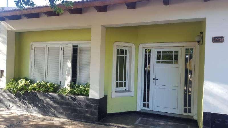 Venta casa en V.Contitución 3 dormitorios, patio con baño, parrillero y pileta.