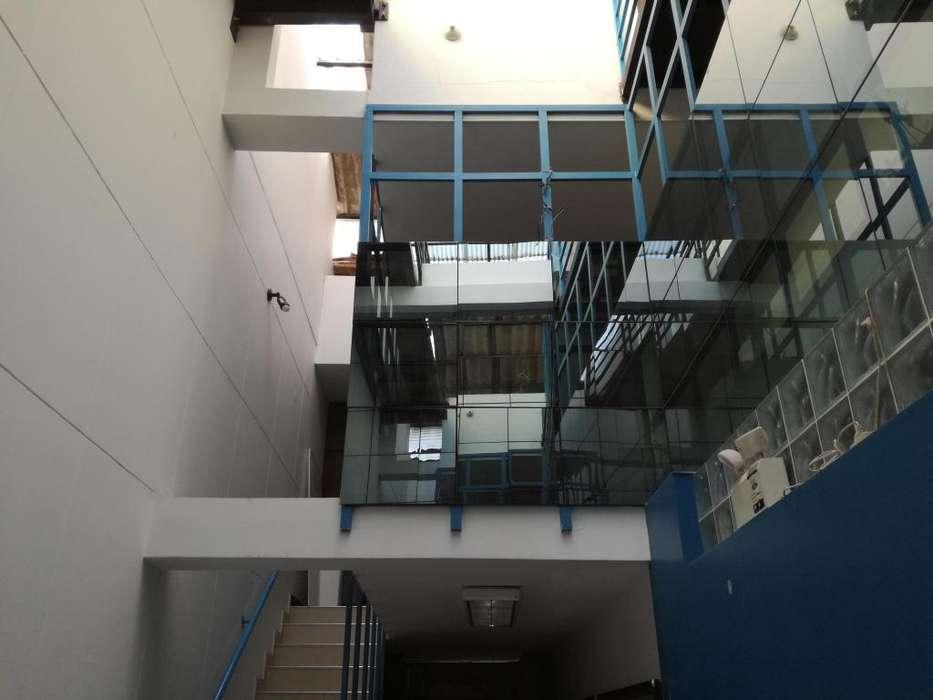 Local Comercial y Vivienda de 5 pisos. Centro de Cajamarca. 480m2 Construidos