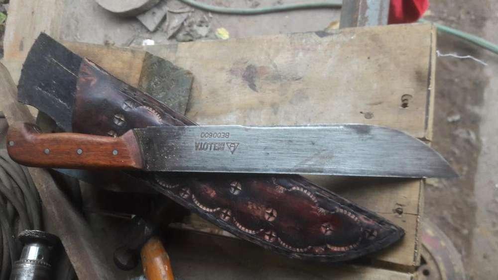 Vendo Cuchillo Marca Bellota con Vaina