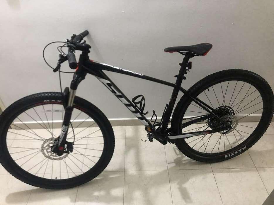 Bicleta Scott Scale 980