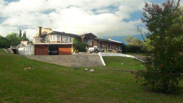 Hermosa Casa con gran <strong>terreno</strong> con pileta climatizada. Excelente zona, barrio golf.