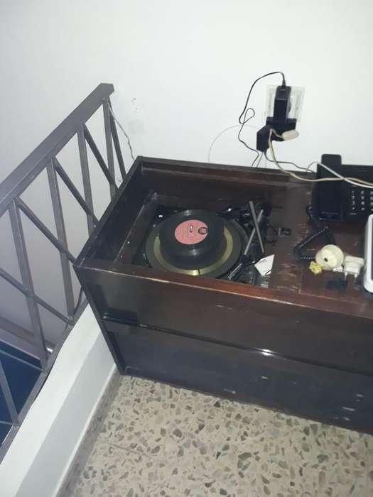 Radio Tocadisco Mueble