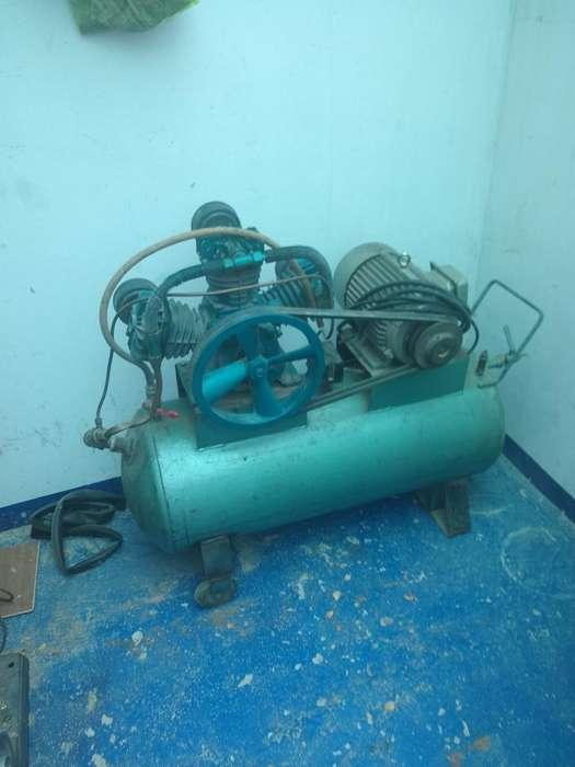 Compresor con Motor Trifásico