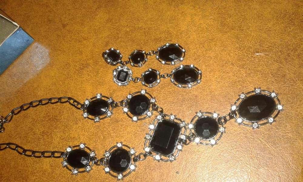 Conjunto de Aros Y Collar de Avon