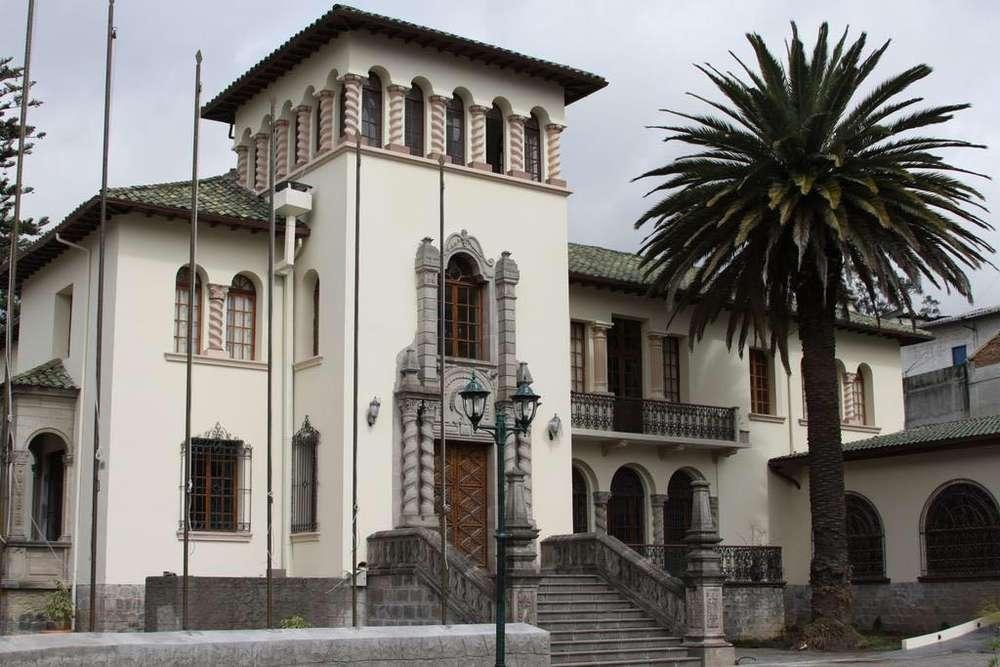Venta de Casa Patrimonial Hotel la Circasiana ubicado en 10 de Agosto y Mercadillo sector la Mariscal La Colon