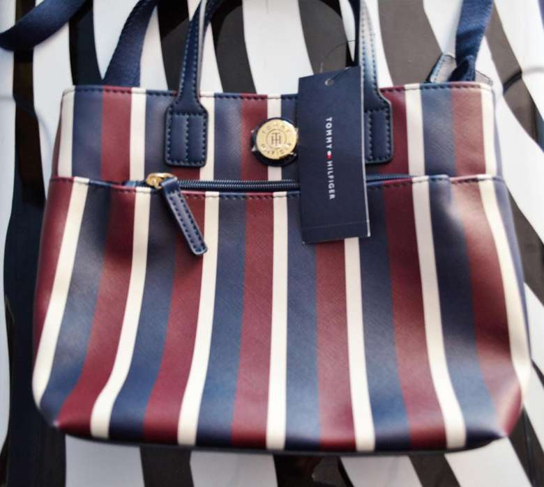 Exclusivo Bolso Tommy Hilfiguer Original. Importado. NEGOCIABLE