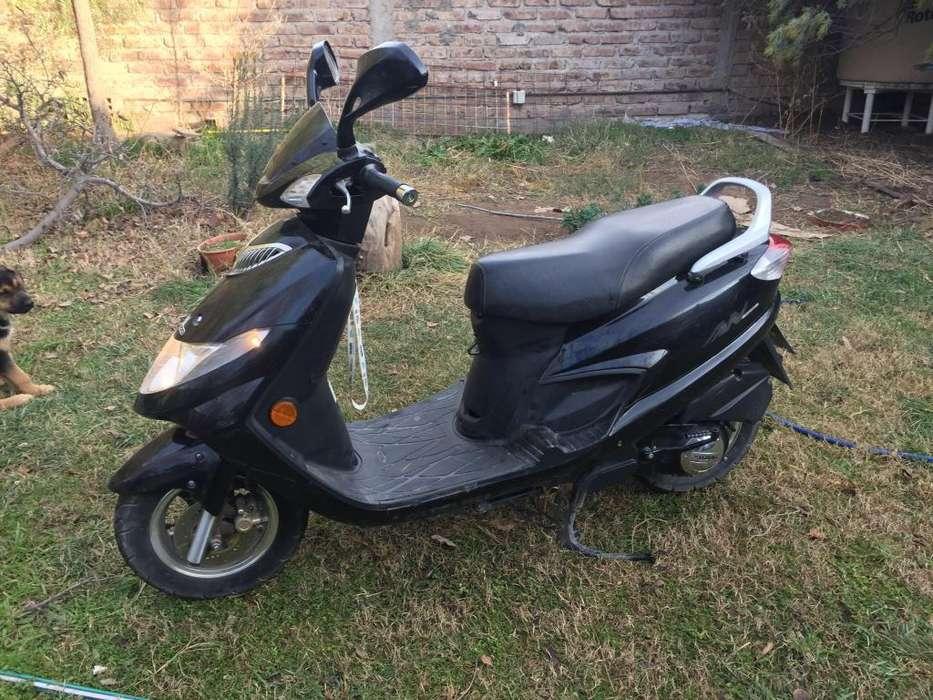VENDO Suzuki AN 125 - 2016 - Scooter - 10500km - Único dueño - Solo contado