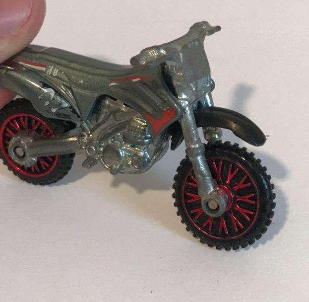 Moto Cross Hot Wheels