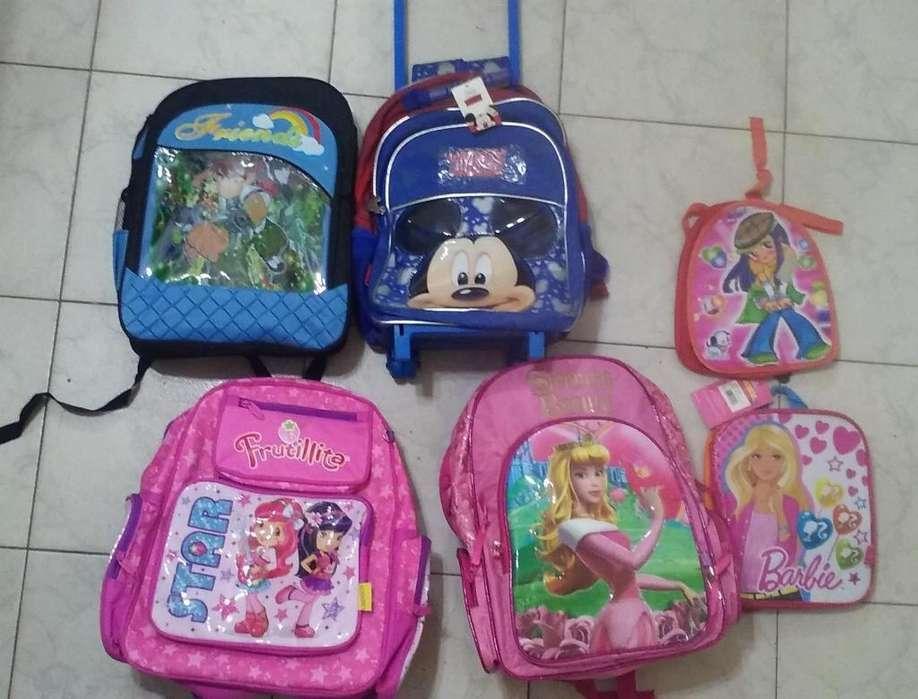 vendo 4 mochilas grandes y 2 chicas