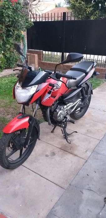 Vendo Moto Bajaj Rouse 135