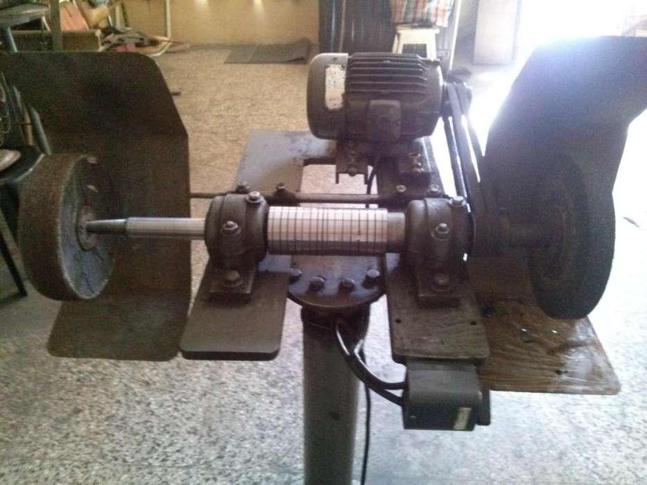 Eje de 38 mm de diámetro con motor de 2 HP trifasico