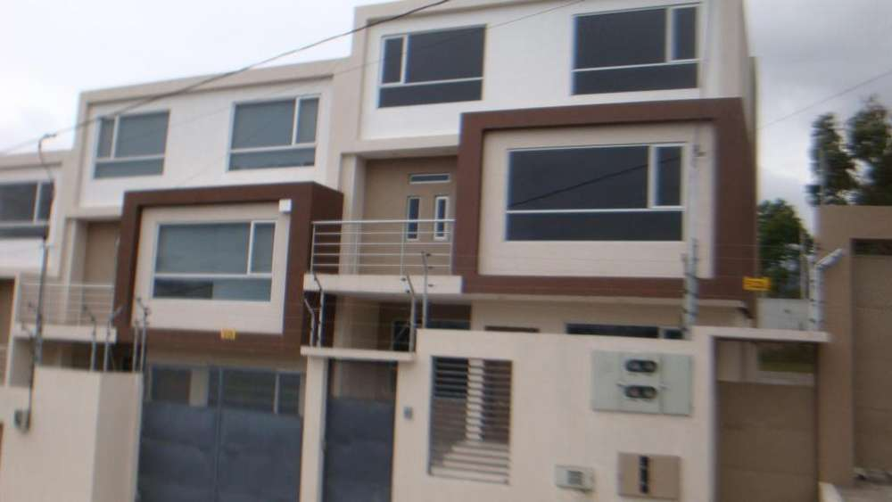 Venta Hermosa Casa por Estrenar SECTOR ATAHUALPA, Ambato