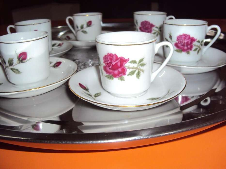 Pocillos d café porcelana muy fina con bordes en oro muy fino el precio es por cada pocillo con su platito