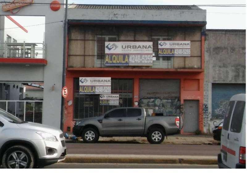 Vende Local con planta libre, oficinas en Remedios de Escalada . Excelente zona comercial