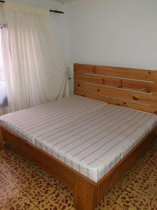 <strong>cama</strong> tamaño KING 2 m. X 2 m. Y Mesa de Centro en Madera